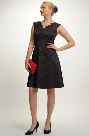 Mladistvé elegantní šaty