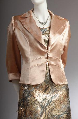 Elegantní šedozlatý dámský kostým