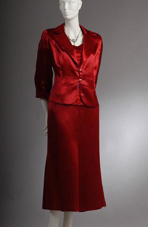 Elegantní vínový dámský kostým