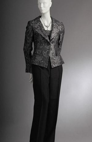 Elegantní černostříbrný kostým se štepováním