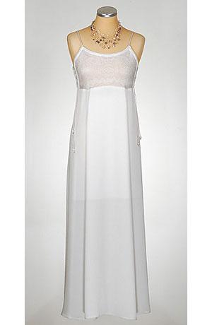 Letní bílé šaty na ramínka kombinované s pleteninou.