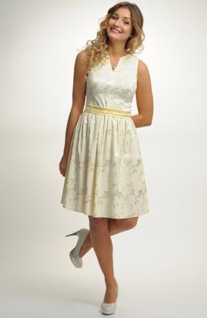 Krátké pastelové šaty na širší ramínka