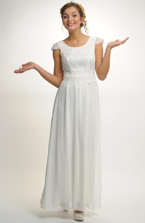 Svatební šaty s krajkovým živůtkem a bohatou sukní
