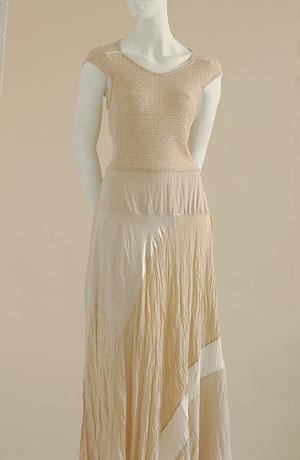 Šaty z viskózové pleteniny s hedvábnou patchworkovou sukní.