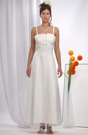 Bílé svatební šaty na ramínka s mašličkou.
