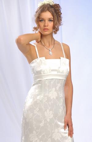 Tulipánové smetanové šaty s tylovou spodničkou