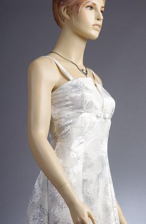 bílé krátké společenské šaty