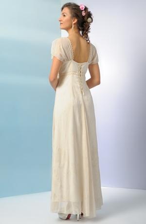 Svatební šaty zdobené perličkovým potiskem a krajkovou portou..