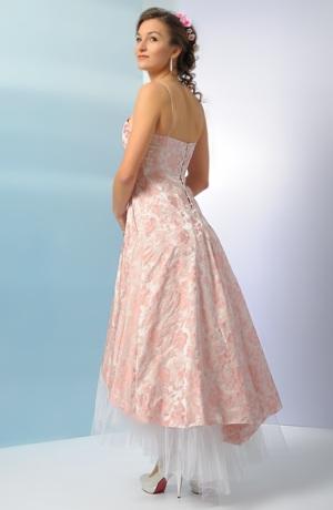 Korzetové šaty s asymetrickou sukní vhodné i pro starší družičku