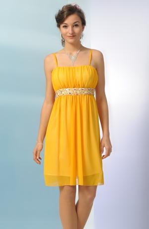 Šaty na svatbu v teplé žluté šafránové barvě
