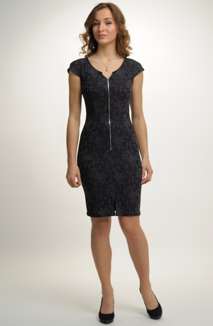 Krátké černé šaty se spadenými rukávky