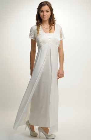 Dlouhé svatební šaty se sedlem zdobeným krajkou