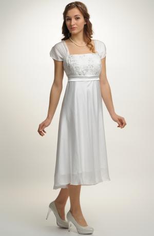Empírové šaty ze zajímavého materiálu