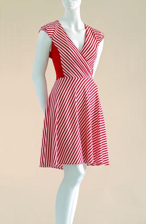 Zavinovací princessové šaty s kolovou sukní, americké průramky s pufničkami.