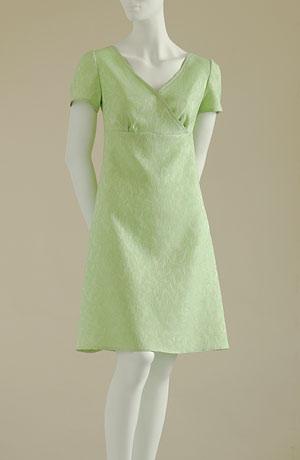 Minišaty s nabíráním pod prsy s mírně rozšířenou sukní