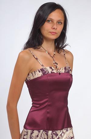 Šaty do tanečních z elastického saténu.