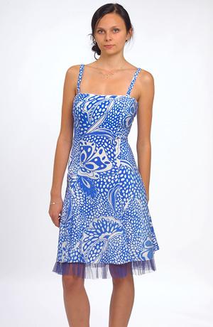 Šaty v duchu 50.let v modré barvě s dezénem bílého květu s lurexovou linkou mají zvýraněný pas a bohatou sukni se vsadkama. Bohatou sukni podtrhuje ještě spodnička z tylu v barvě šatů.Vzadu je šněrování. Jsou vhodné na svatbu, maturi