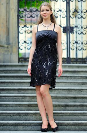 Dívčí společenské, plesové šaty prádlového typu z elastického tylu s flitry.