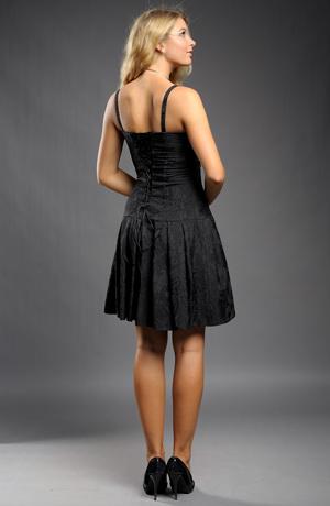 Společenské šaty v černé barvě.