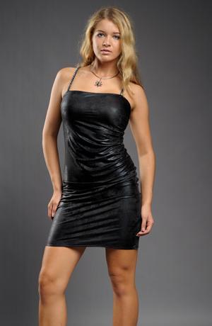 Krátké malé černé společenské šaty nad kolena na tenká ramínka z módního materiálu s efektem kůže. vel. 38