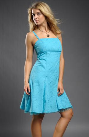 Jemné tyrkysové krátké šaty na ramínka