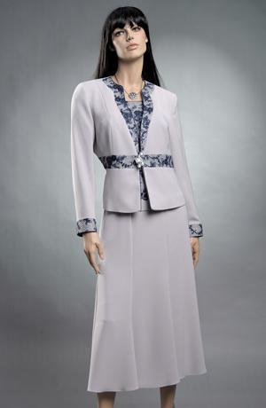 Dámský kostýmek s topem zdobeným krajkou