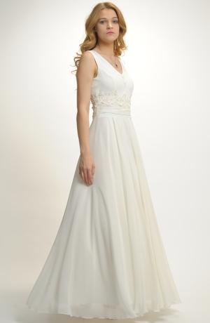 Luxusní svatební šaty se sedlem zdobeným krajkou