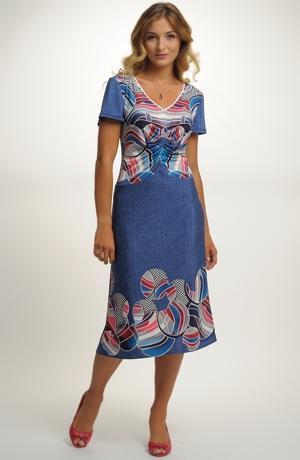Letní dámské šaty se vzorem do bordury