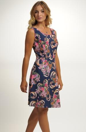 Mladistvé letní šaty s módním vzorem