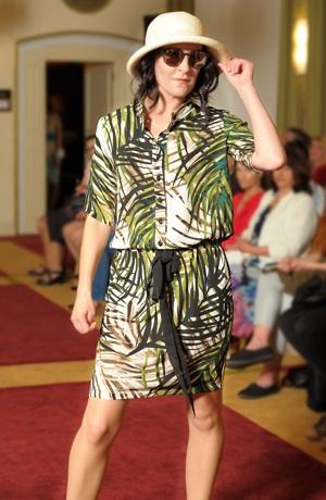 Dámské koktejlové šaty s módním vzorem