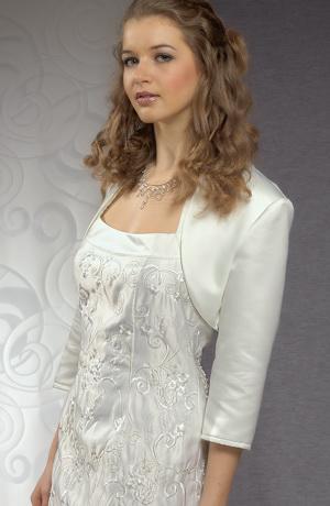 Pouzdrové svatební šaty z plastické výšivky, ramínka za krk.
