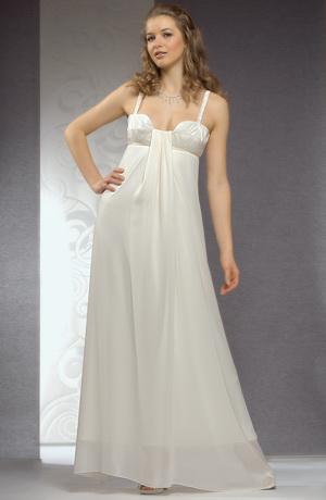 Ramínkové svatební šaty jsou řasené do malého sedýlka.