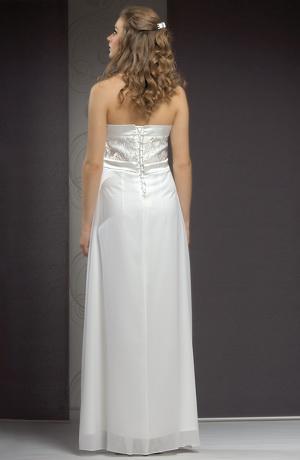 Elegantní svatební šaty v jemné smetanové barvě se sedlem.
