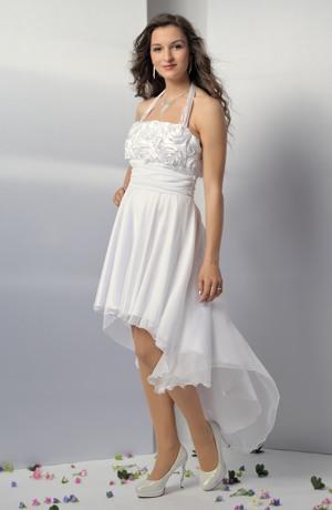 Svatební šaty s řasením a kytkovou nášivkou na živůtku