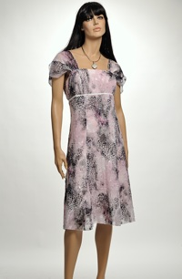 Krátké šaty na velikost 42