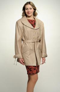 Dámký podzimní kabátek se zdobením na límci