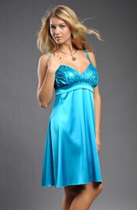 Šaty prádlového střihu z elastického materiálu.