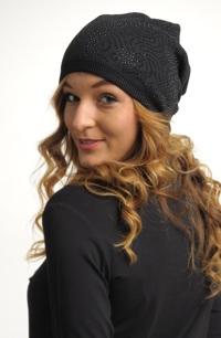 Dívčí pletená čepice s ozdobou