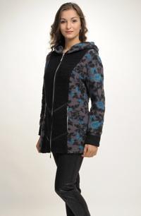 Kabátek s kapucí na zip se zajímavým členěním dílů