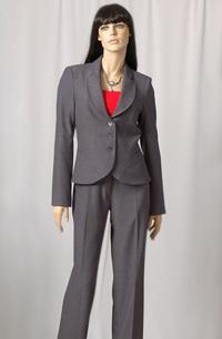 Mladistvý módní kostýmek ke zkouškám i na jednání v práci.