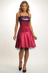 Krátké plesové šaty s elegantní kolovou sukýnku, pouze vel. 40