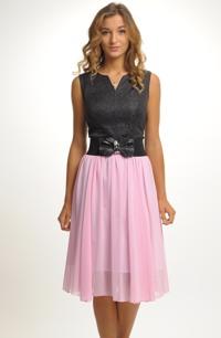 Komplet s růžovou řasenou sukní a černým topem