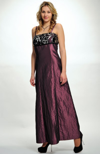7252320dd84 Levné plesové šaty v empírovém střihu mají malé sedýlko z flitrů