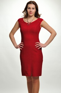 Společenské šaty s lemováním