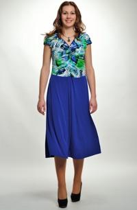 Společenské šaty s nabíraným sedlem z elastické pleteniny