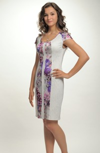 Tubové krátké šaty s módním květem