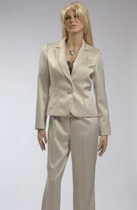 Elegantní kalhotový trojkomplet s bohatým řasením na topu.