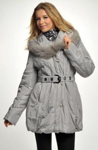 Dámská zimní bunda s velkou kapucí