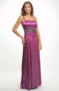Dlouhé fuchsiové plesové šaty na tenká ramínka