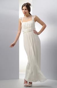 Antické svatební šaty s nádherným řasením pod prsy .